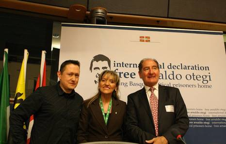 Fermin Muguruza, Martina Anderson and Brian Currin at the campaign launch in Brussels